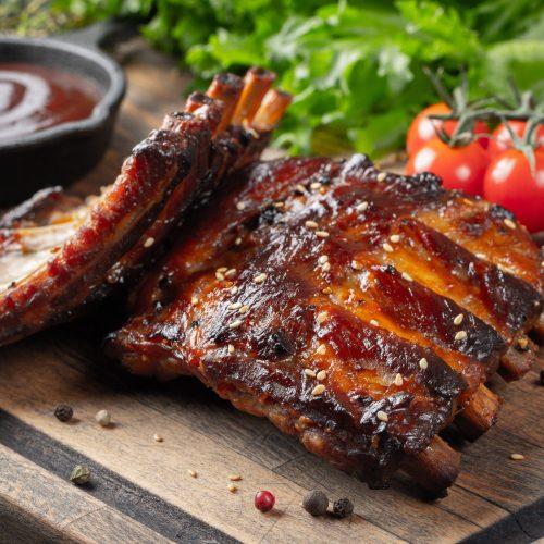 Portion à ca. 700g vorgegarte Premium Spareribs mit hausgemachter BBQ Sauce (1-2 Personen)